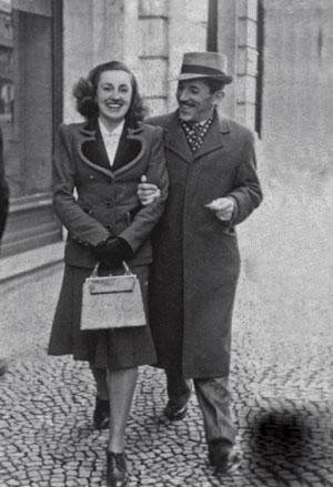 UNA FELIZ PAREJA. El doctor Eduardo Martínez Alonso y su esposa, poco después de su boda, celebrada el 3 de enero de 1942