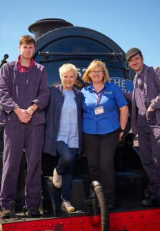 En tren por la costa británica con Julie Walters