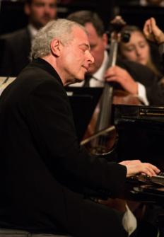 Gabor Takasc Nagy dirige a la VFO et András Schiff