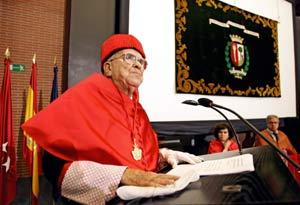Santiago Carrillo, durante su discurso de investidura como doctor honoris causa por la UAM (FOTO: CARLOS BARAJAS).