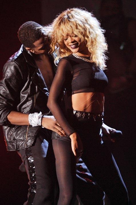 894e8880ce9 Vestidos escotados  el  must have  de Rihanna