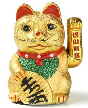 Un accesorio con el simpático 'Maneki Neko', el talismán oriental.