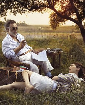 Fotografía de Annie Leibovitz en la que Sofia y Francis Ford Coppola prestan imagen a la legendaria firma francesa.
