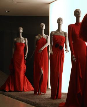 Algunos de los diseños que se muestran en la exposición. FOTO: AFP