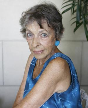 Naty Revuelta fotografíada en su casa de La Habana. FOTO: CHEMA CONESA.