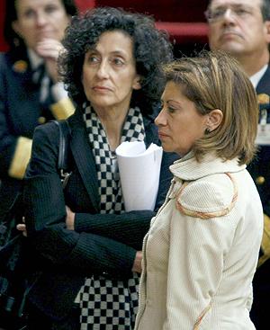 De izquierda a derecha: Mercedes Cabrera, ministra de Educación, y Elena Espinosa, titular de Medio Ambiente y Medio Rural y Marino. FOTO: EFE