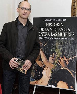 El autor de 'Historia de violencia contra las mujeres', Antonio Gil Ambrona.