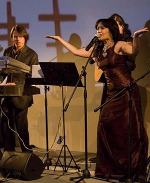 Cristina del Valle cantando durante las jornadas.