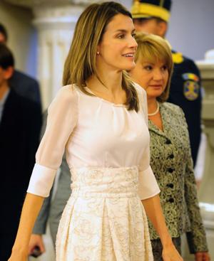 Doña Letizia, en su reciente visita oficial a Rumanía. FOTO: AFP.