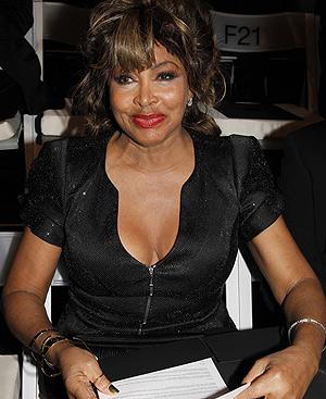 Tina Turner, en la primera fila del desfile de Armani Privé. FOTO: Gtresonline