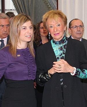 Bibiana Aído y María Teresa Fernández de la Vega, en la cumbre de Cádiz.
