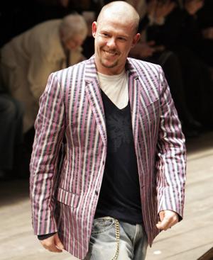 El diseñador británico Alexander McQueen. Foto: AP.