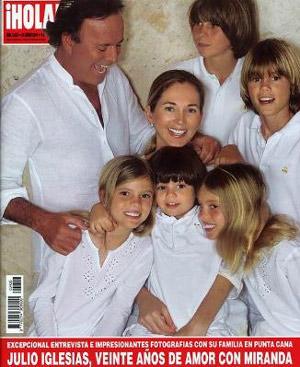 Julio Iglesias y su familia en la portada de Hola.