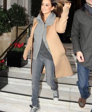 Penélope Cruz, con unas zapatillas Converse. FOTO: Gtresonline