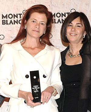 Elena Ochoa con Charo Izquierdo, directora de YO DONA y miembro del jurado del Premio Montblanc. FOTO: Carmen Duerto