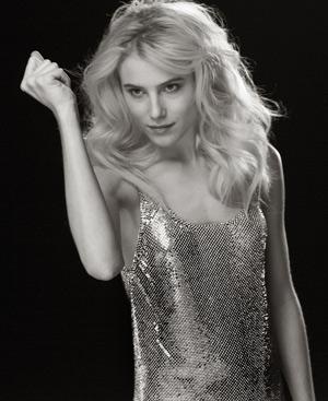 La actriz evoca a las grandes de Hollywood para las imágenes de la campaña. (Fotos: Paco Rabanne)