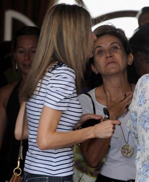 La princesa comenta con Carmen Duerto cómo van sus vacaciones