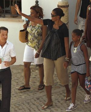 Michelle Obama con su hija Shasha, durante sus vacaciones en España.