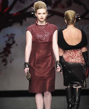 Una de las modelos de Elena Mirò sobre la pasarela milanesa. Foto: Gtresonline