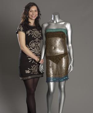 La diseñadora Charlotte Todd y el vestido de Kate Middleton.
