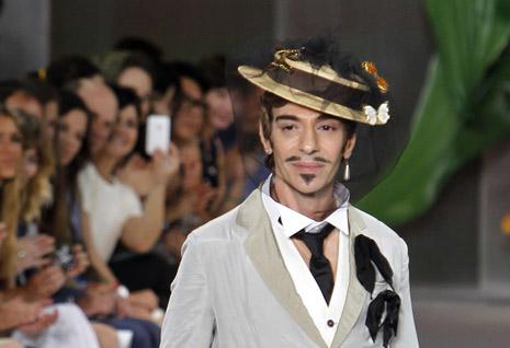 John Galliano al final del desfile de Dior Alta Costura de julio pasado. FOTO: AFP