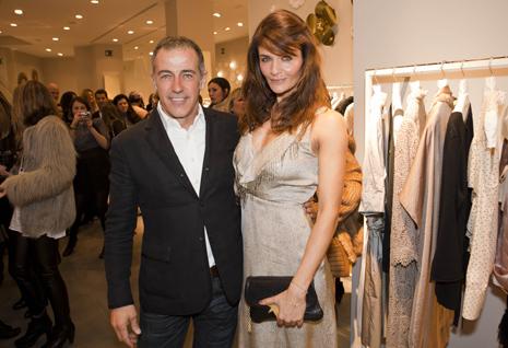 Helena Christensen posa con Constan Hernández, presidente de Hoss Intropia. (Foto: Vicent Bosch)