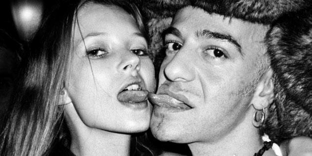Una imagen de Kate Moss y John Galliano. FOTO: © Roxanne Lowit Cortesía Galería Kaune, Sudendorf, Colonia