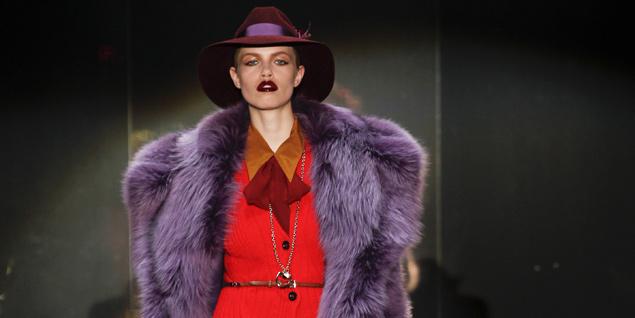 La modelo Hailey Clauson, de 15 años, desfilando para Gucci. (Foto: Gtresonline)