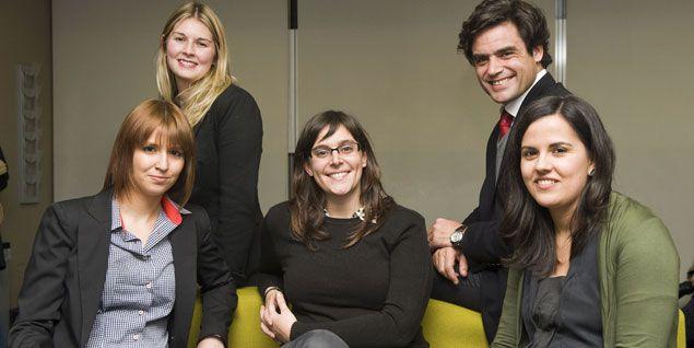 Las tres emprendedoras junto a Juan José Güemes, Presidente del Centro Internacional de Gestión Emprendedora de IE Business School, y Liz Fleming, Deputy Director del Venture Network de IE Business School.