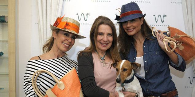 Miriam Díaz Aroca, la diseñadora Sara Navarro y Juncal Rivero posan con la colección 'Tanit'. (Fotos: Sarahworld)