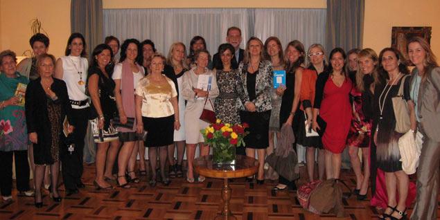La delegación española en la cumbre, con el embajador en Atenas.