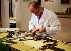 Uno de los artesanos de Loewe. (Foto: Loewe).