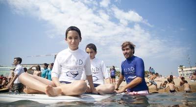Los niños disfrutan cada momento de esta experiencia acuática.
