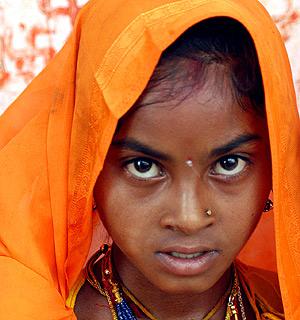 La triste mirada de una niña india. (Foto: REUTERS)
